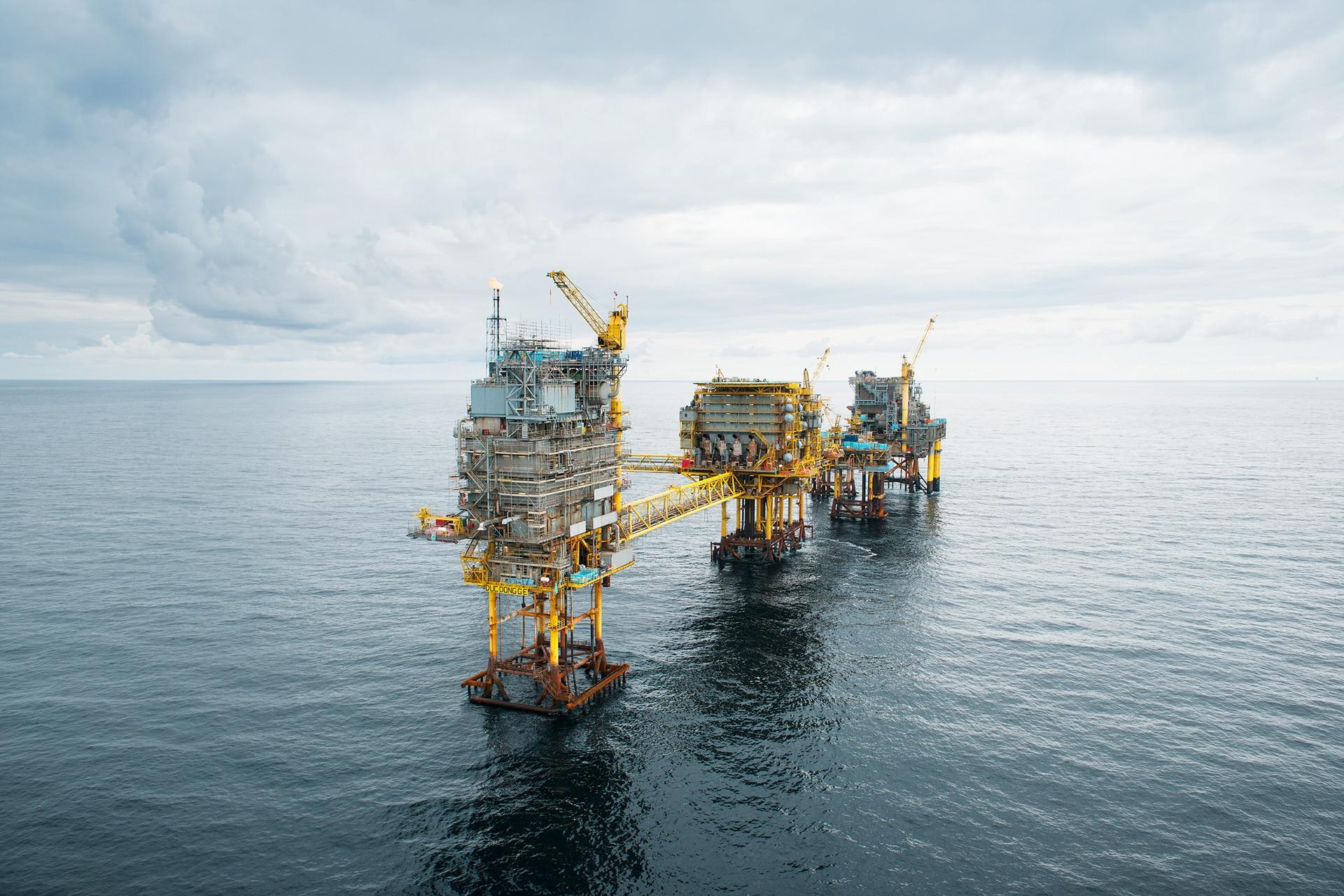 Maersk Decorating, by Photographer Morten Larsen